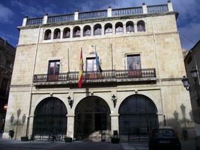 El nuevo alcalde de Castalla reparte las delegaciones entre los concejales de PP y UCiD