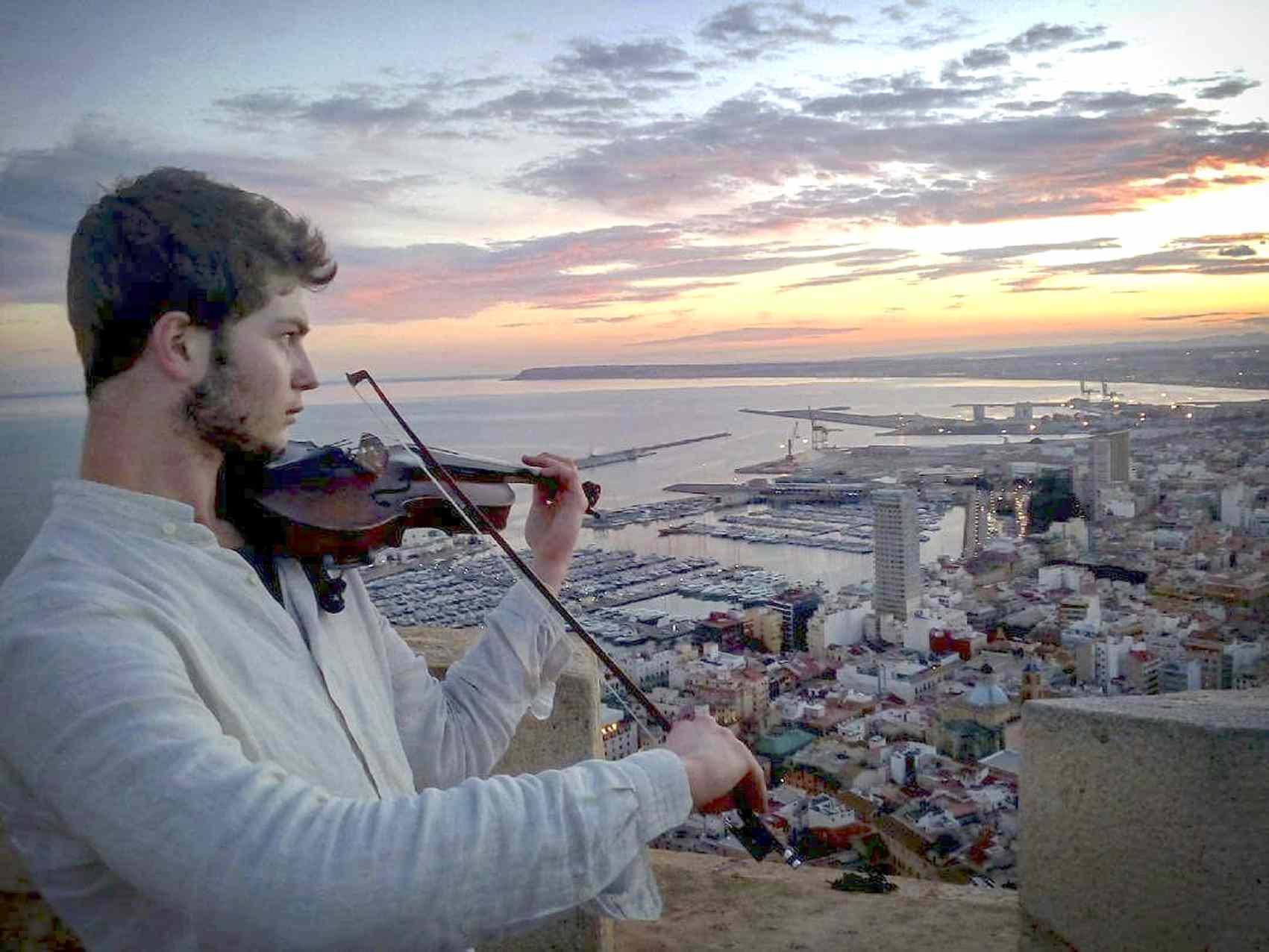 """Javier Navas, músico: """"El violín tiene algo que te obliga a reinventarte cada día"""""""