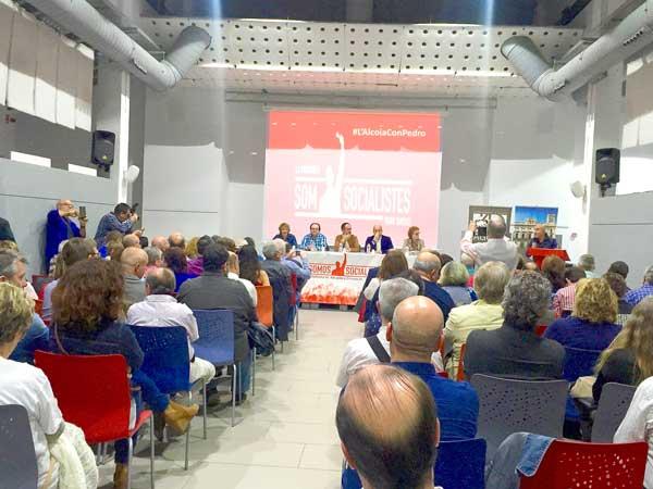 La Plataforma de apoyo a Pedro Sánchez llena su primer acto público