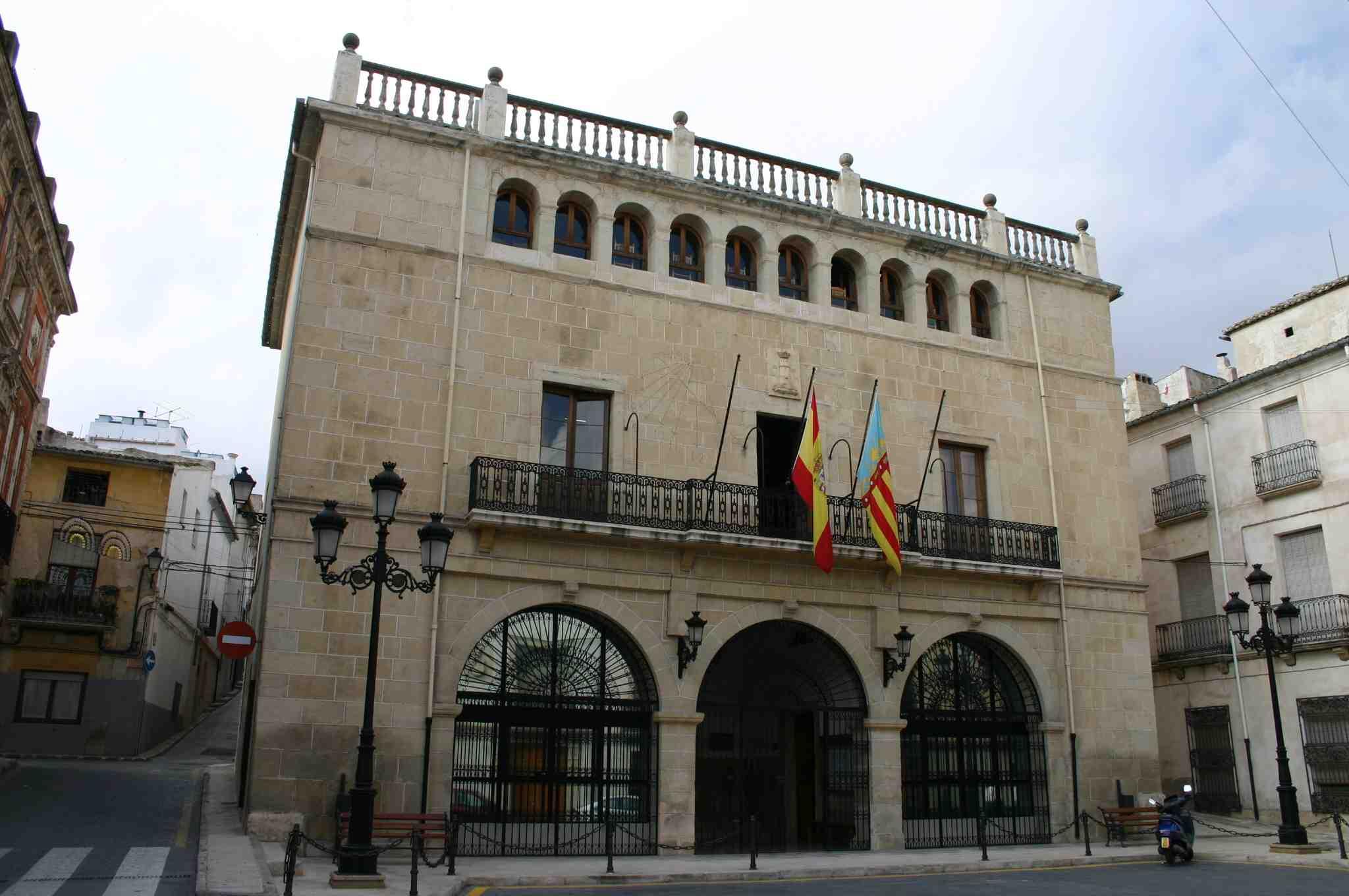 El alcalde de Castalla estima en más de 8.000 euros el gasto anual derivado de los pleitos municipales