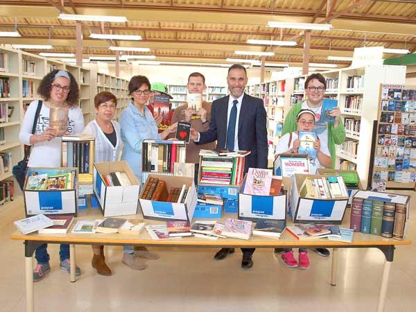 El centro ocupacional San Pascual de Ibi recoge más de 2.600 libros