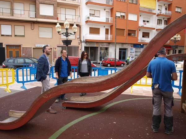 Actos de vandalismo en los juegos infantiles de la plaza Sanchis Banús
