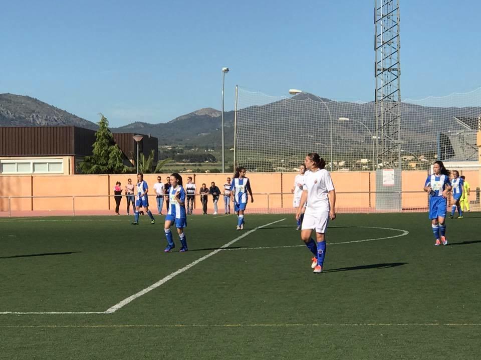 Expectación en el primer partido de fútbol con equipos femeninos de Castalla y Onil