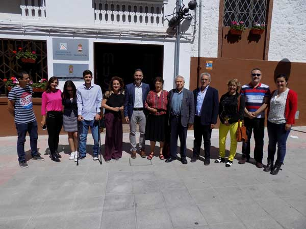 El escritor mexicano Homero Aridjis visita el Museo de la Biodiversidad de Ibi