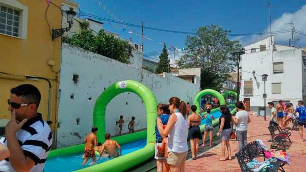 Las Fiestas de Tibi volverán a sorprender con el tobogán acuático y los conciertos nocturnos