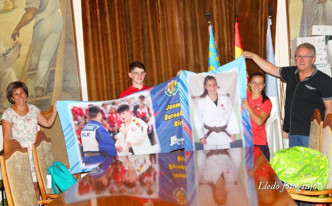 Recepción municipal a los jóvenes judocas de Castalla Jaume Bernabeu y Mireia Rodríguez