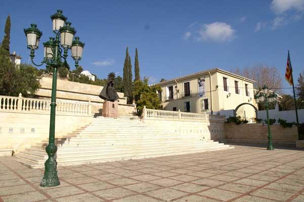 Ibi convocará un concurso de ideas para remodelar la plaza de la Iglesia