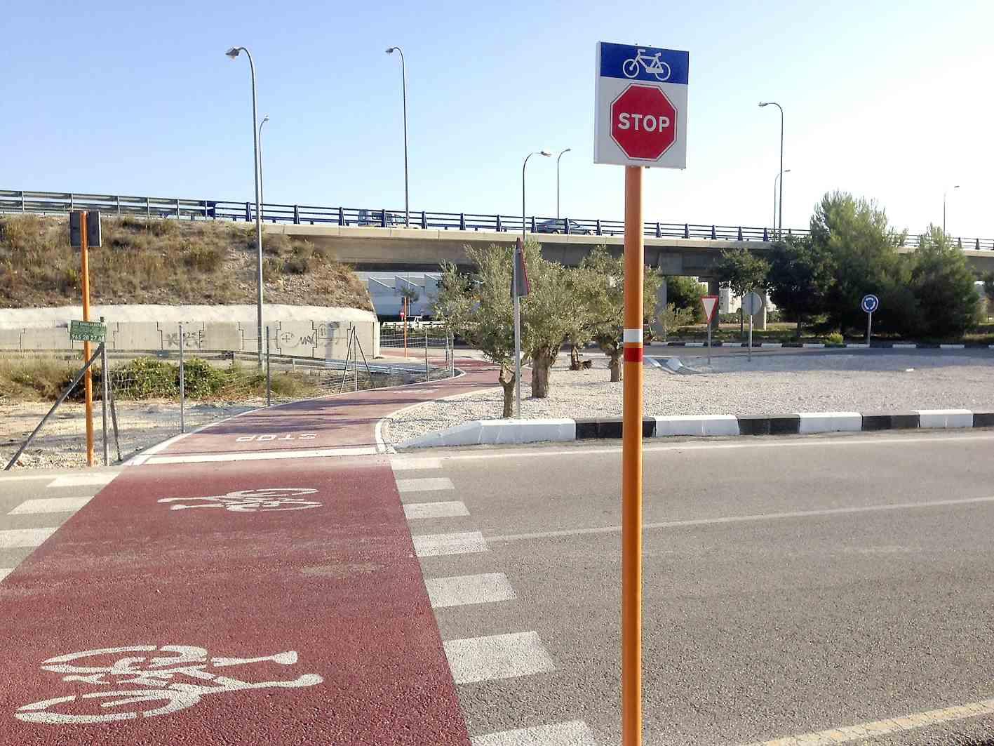 El carril para bicicletas y peatones entre Castalla y Onil ya es una realidad