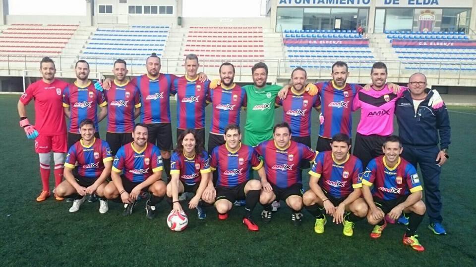 Jornada de futbol i convivència al Nou Pepico Amat entre dos equips veterans de Castalla i Elda