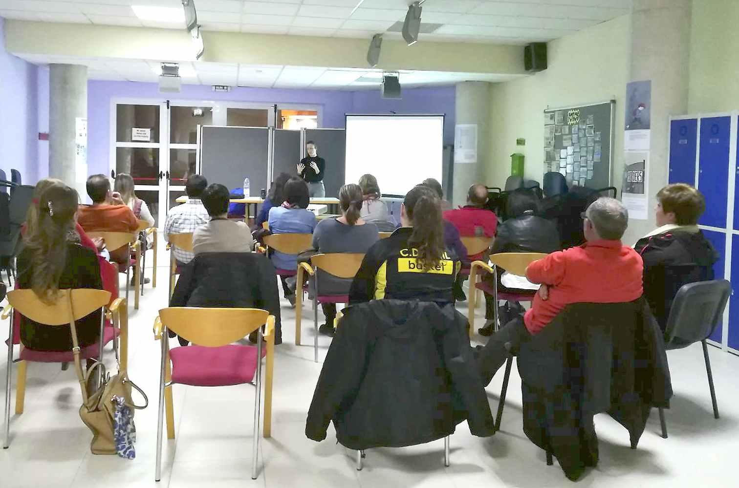 El área de Bienestar Social de Onil organiza una charla dirigida a padres para prevenir conductas adictivas en los jóvenes