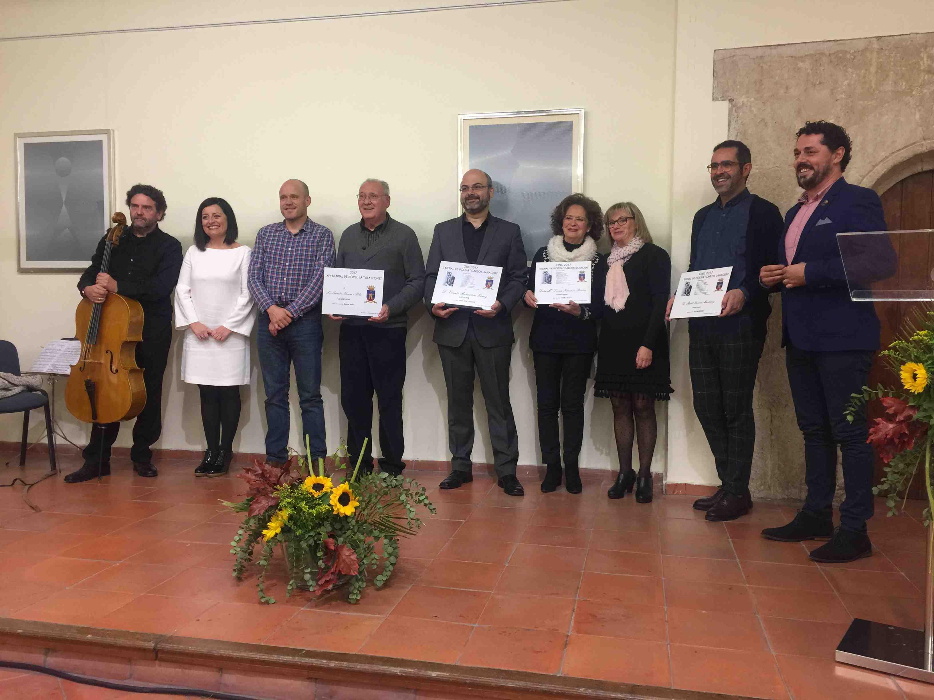 Emotiu acte d'entrega dels premis de les biennals de poesia i novel.la d'Onil