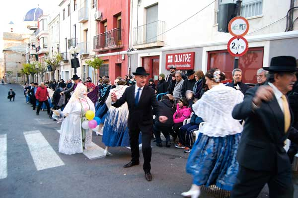 Ocho parejas de 'casats' y nueve de 'fadrins' componen la dansà de este año de Les Festes d'Hivern de Ibi