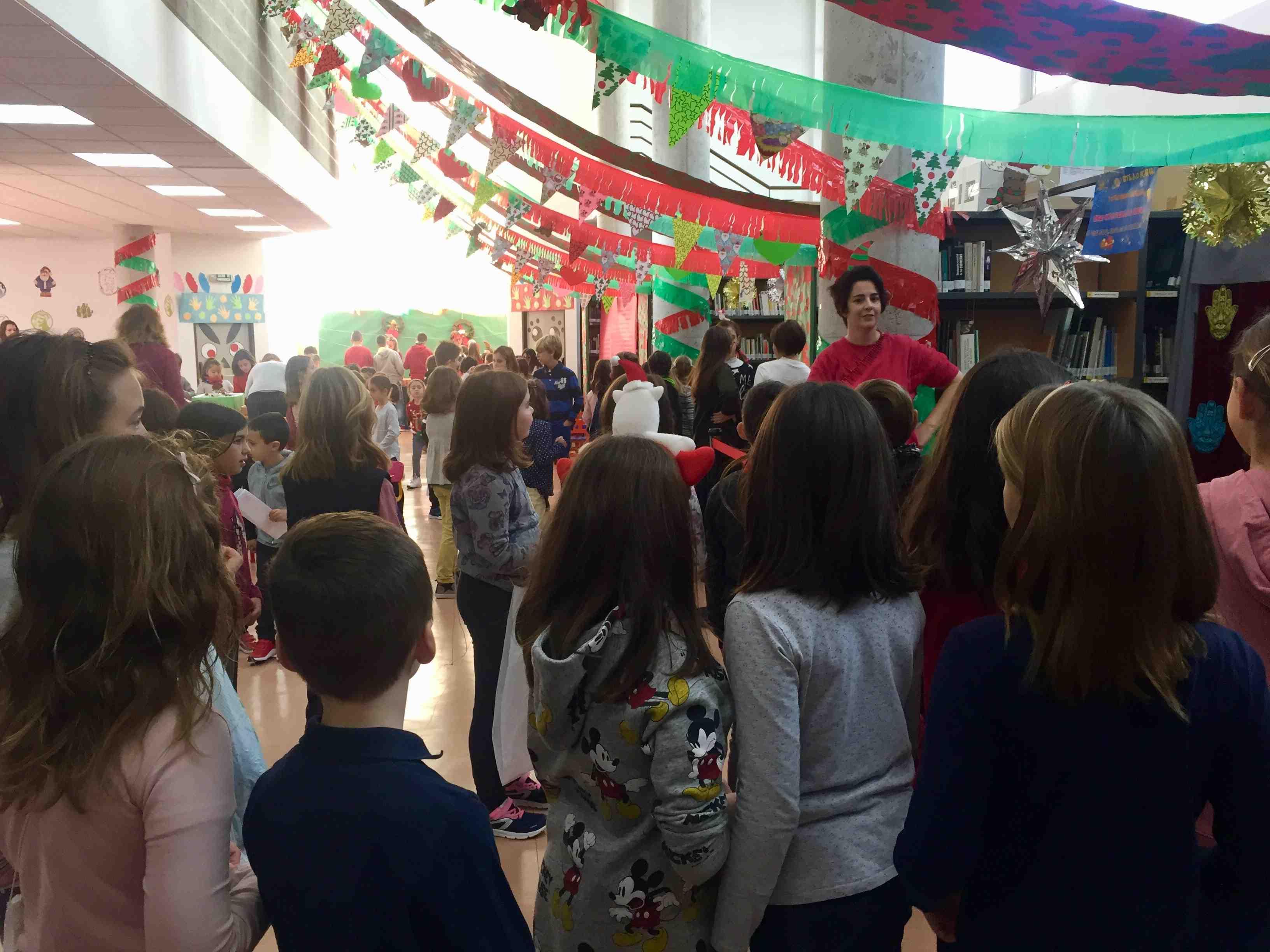 Diversió per als més xicotets en la festa nadalenca celebrada el dia 27 a la Biblioteca d'Onil