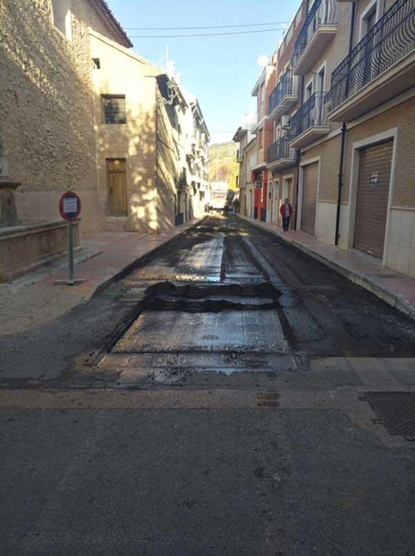 El Ayuntamiento de Ibi reasfalta algunas calles del casco antiguo por defectos en la primera actuación