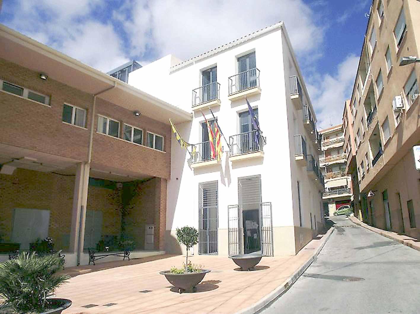 El Ayuntamiento de Onil acuerda con los sindicatos revisar la Relación de Puestos de Trabajo y actualizar el convenio colectivo