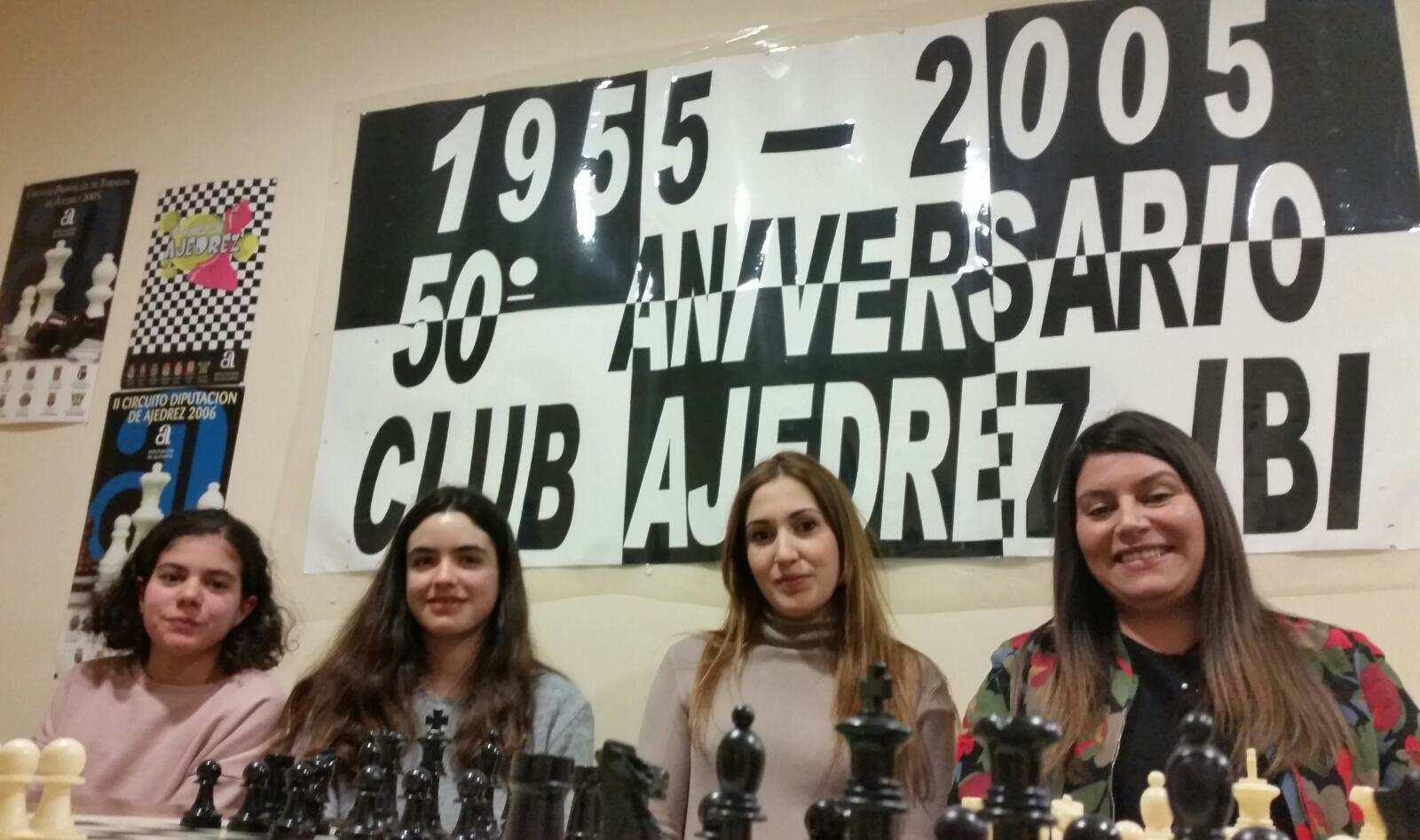 Hecho histórico en el Club Ajedrez Ibi desde 1955: cuatro chicas coinciden en una partida del campeonato oficial