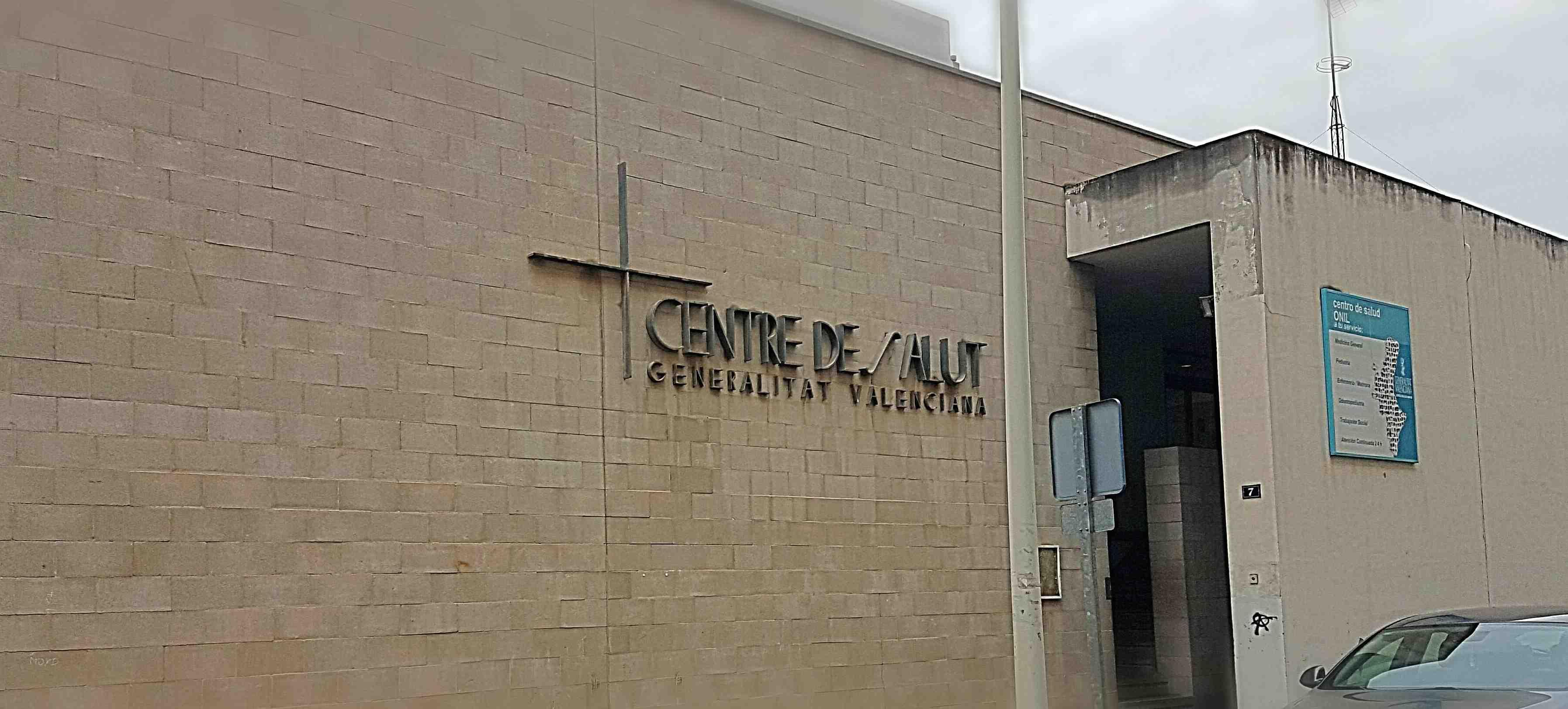 """La oposición de Onil exige al Consell que se comprometa """"por escrito"""" a instalar un ascensor en el Centro de Salud"""