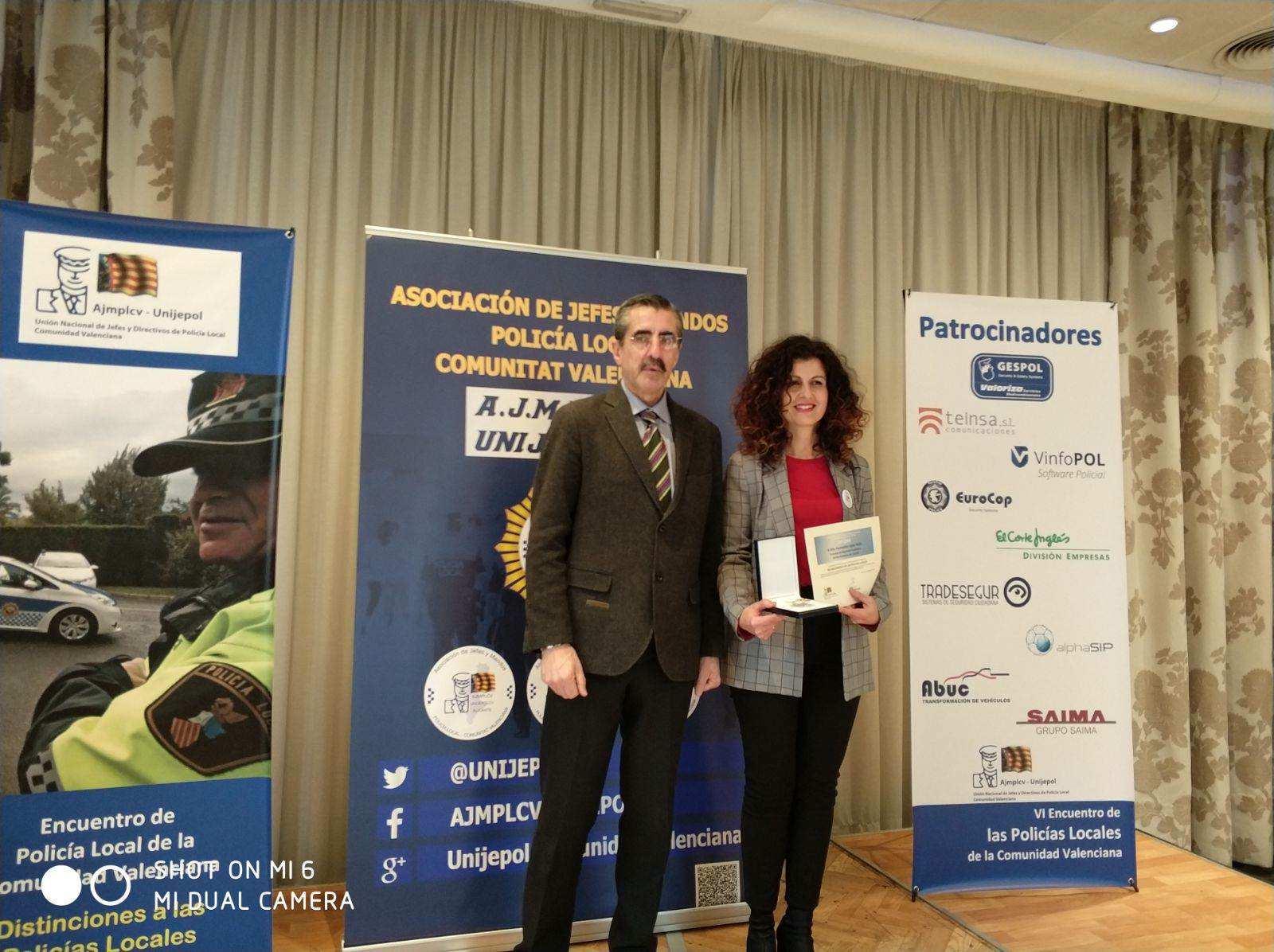 """La edil Fuensanta López recibe un galardón por su """"innovadora gestión"""" al frente de la Policía Local de Castalla"""
