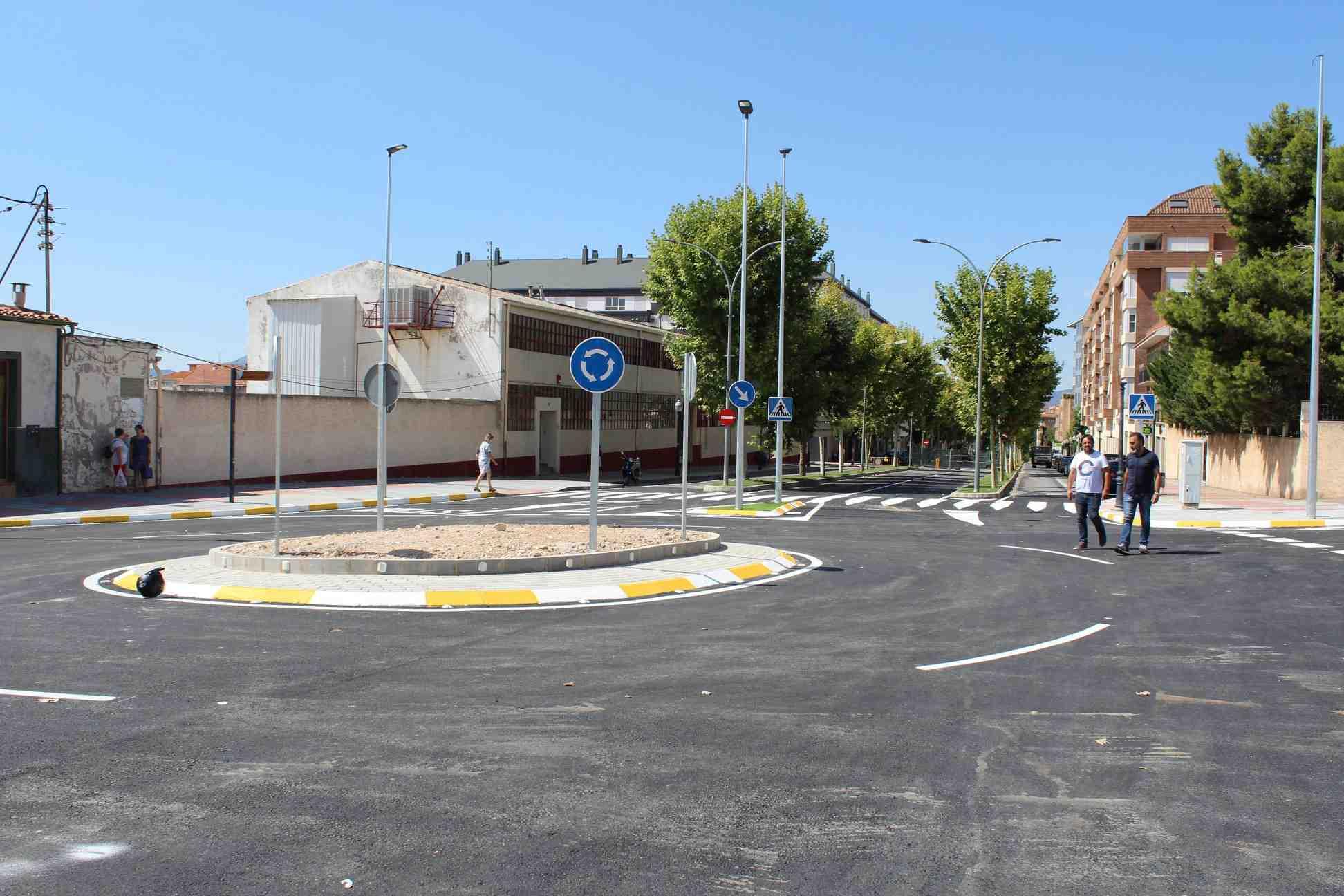 La nova rotonda d'Ibi, oberta al trànsit
