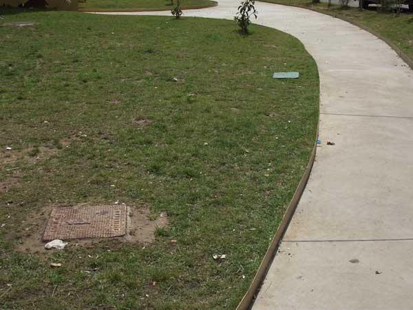 Actos vandálicos en los juegos del parque Les Hortes de Ibi y preocupación por el nuevo bordillo