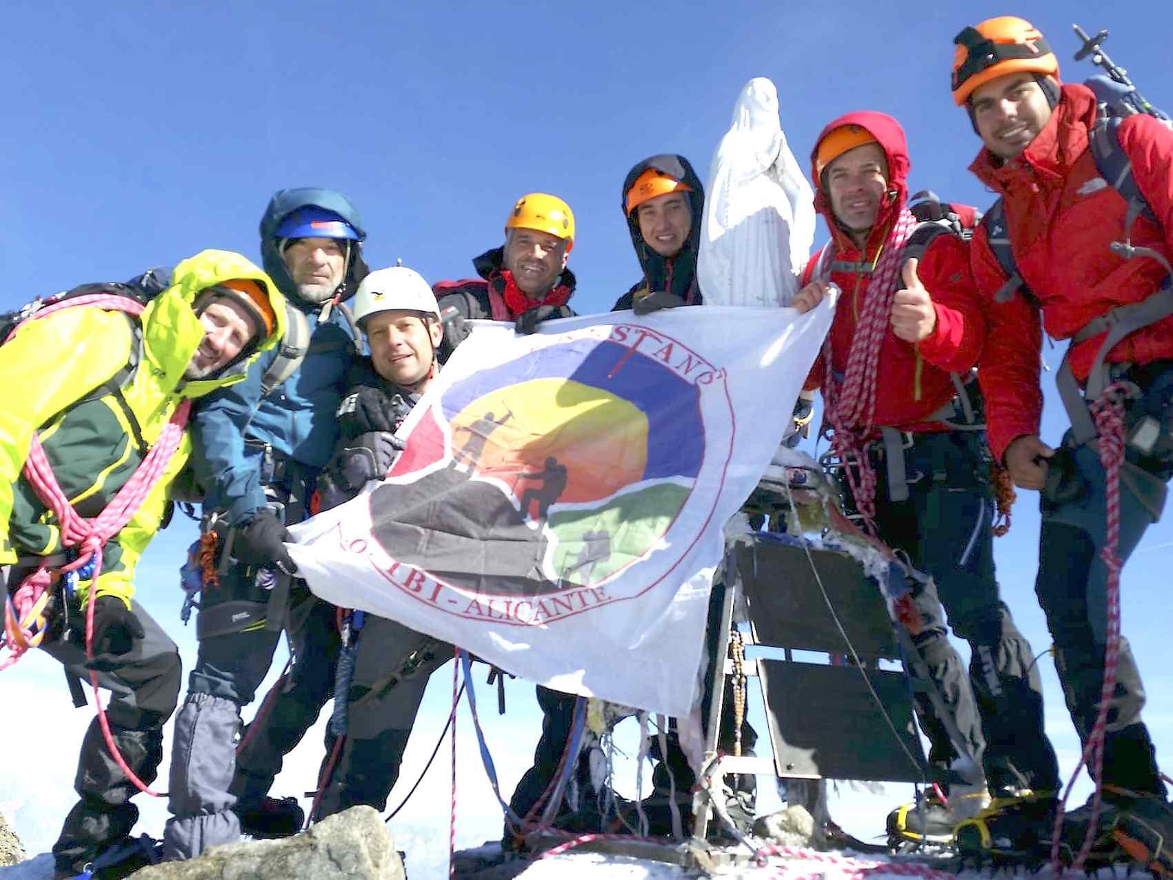 Alpinistes de Enkrestanos i Amics de les Muntanyes culminen l'ascens als cims del Gran Paradiso i el Mont Blanc
