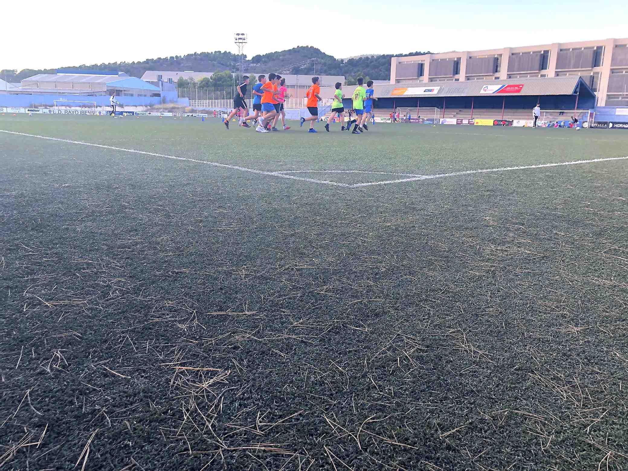 L'Ajuntament d'Ibi anuncia per a este mes el canvi de la gespa artificial de l'Estadi Vilaplana