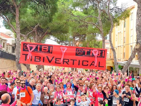 Més de 650 persones participen en la I marxa contra el càncer de mama en Tibi