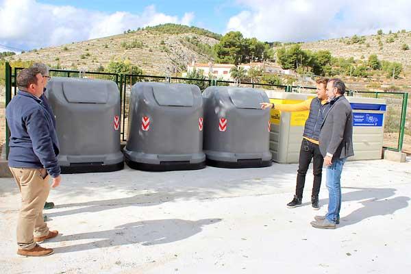 Instal·lats els nous contenidors de la zona de l'extraradi d'Ibi