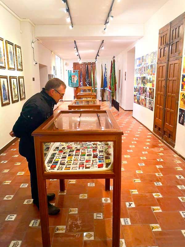 Exposició de caixes de mistos al Museu de la Festa d'Ibi