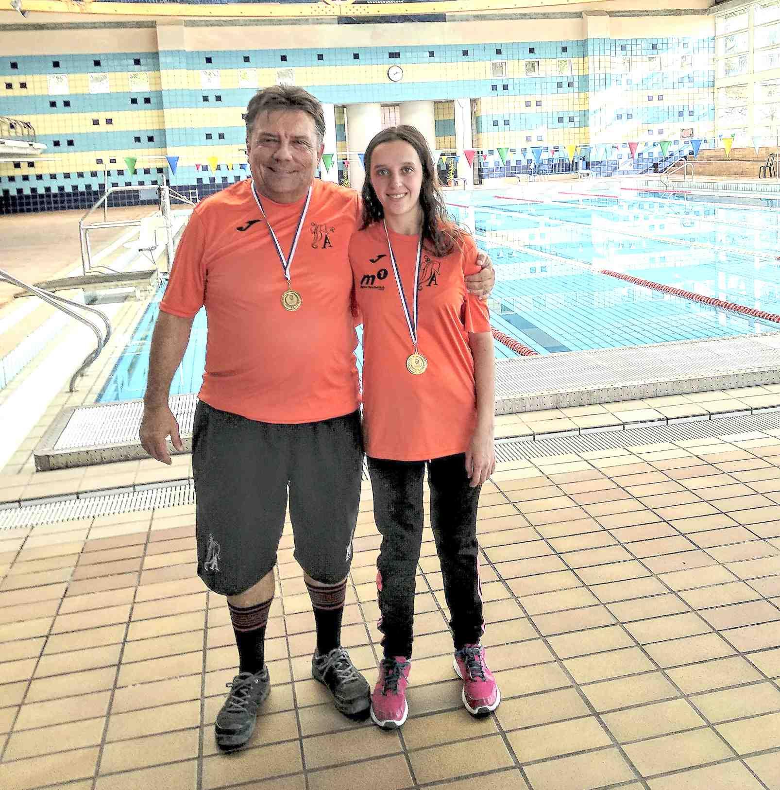 La nadadora castelluda Macarena Esteve rep un reconeixement de la FEDDI pels tres subcampionats d'Espanya aconseguits enguany