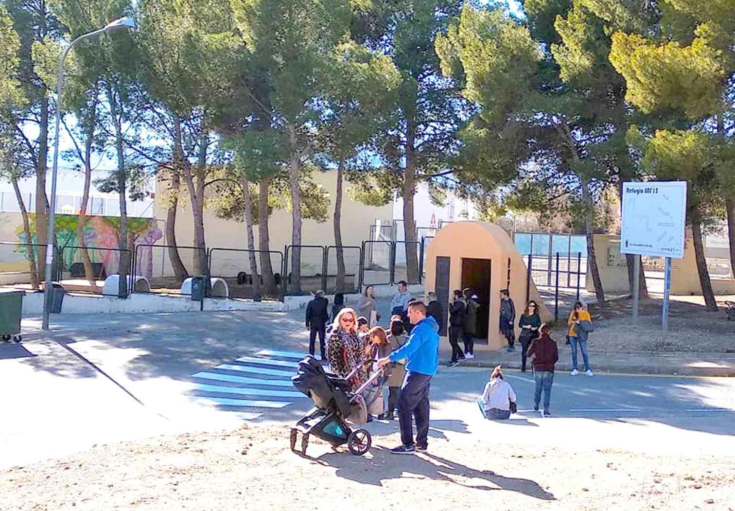 El Refugio antiaéreo de Onil presenta su nueva musealización ante más de 120 visitantes