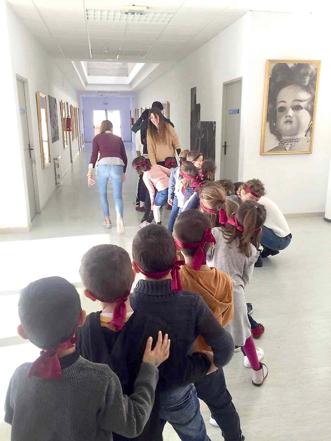 La Biblioteca d'Onil rep l'any amb una gran festa infantil