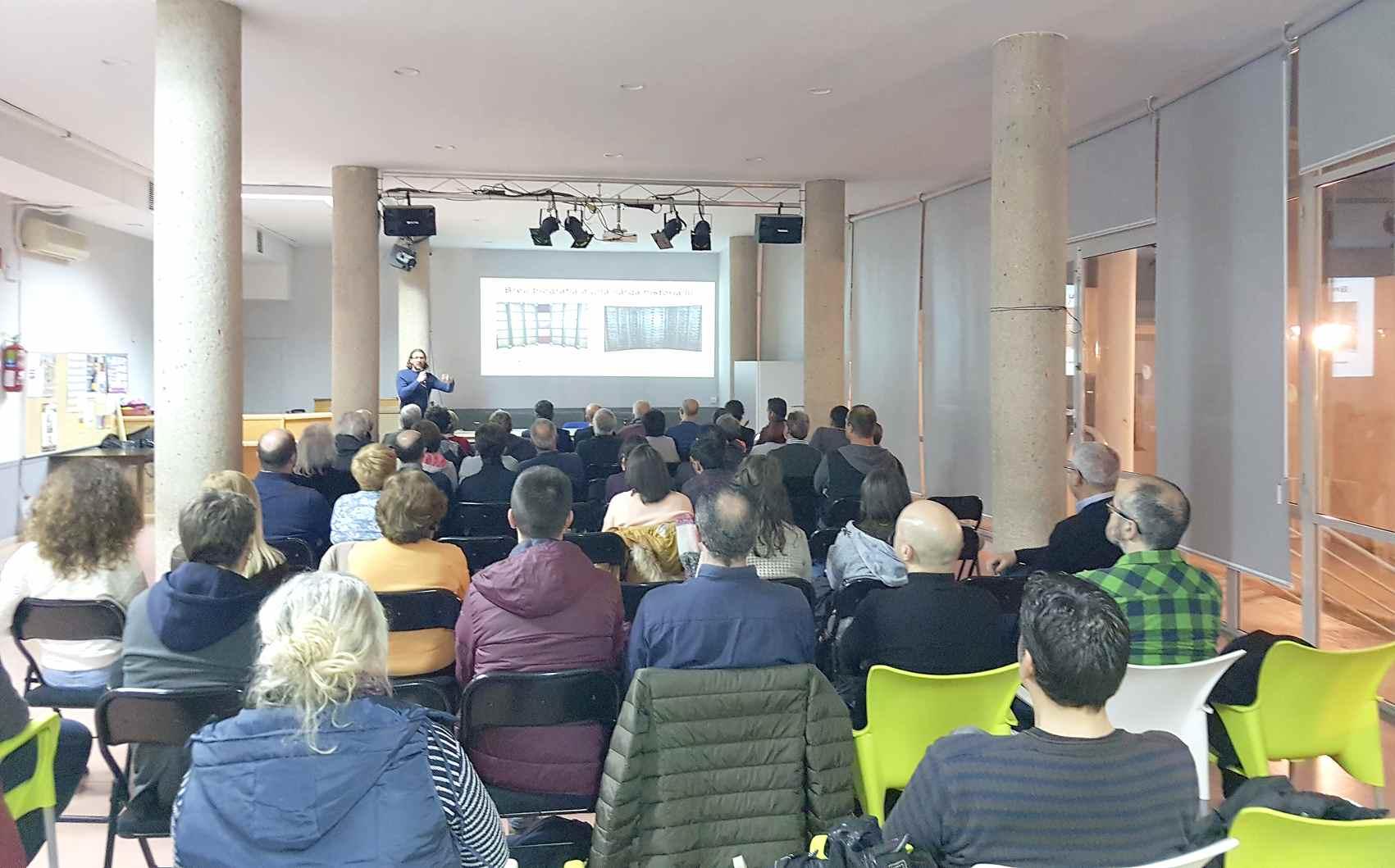 L'historiador castellut Juan Antonio Mira oferix una interessant conferència per a descobrir l'Ermita de la Sang