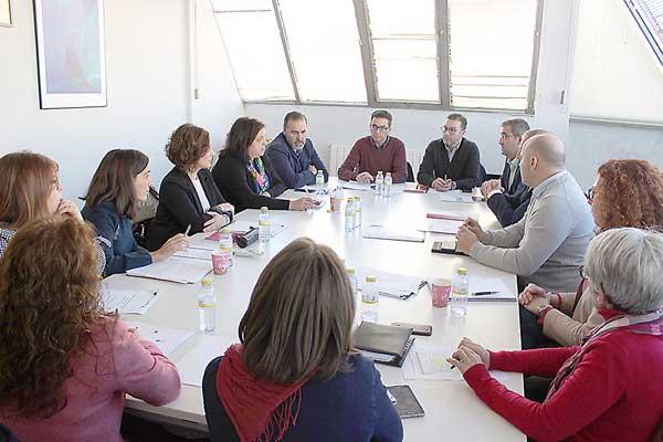 Las acciones del Pacto por el Empleo se centrarán en fomentar la FP?y la cualificación a los desempleados