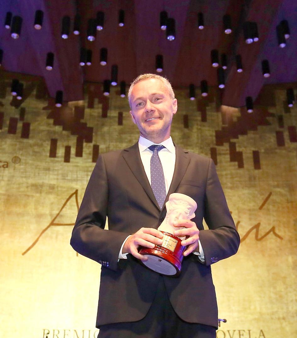 L'economista i catedràtic valencià Joaquín Camps guanya el Premi Azorín de Novel·la 2019 amb la seua obra 'La silueta del olvido'
