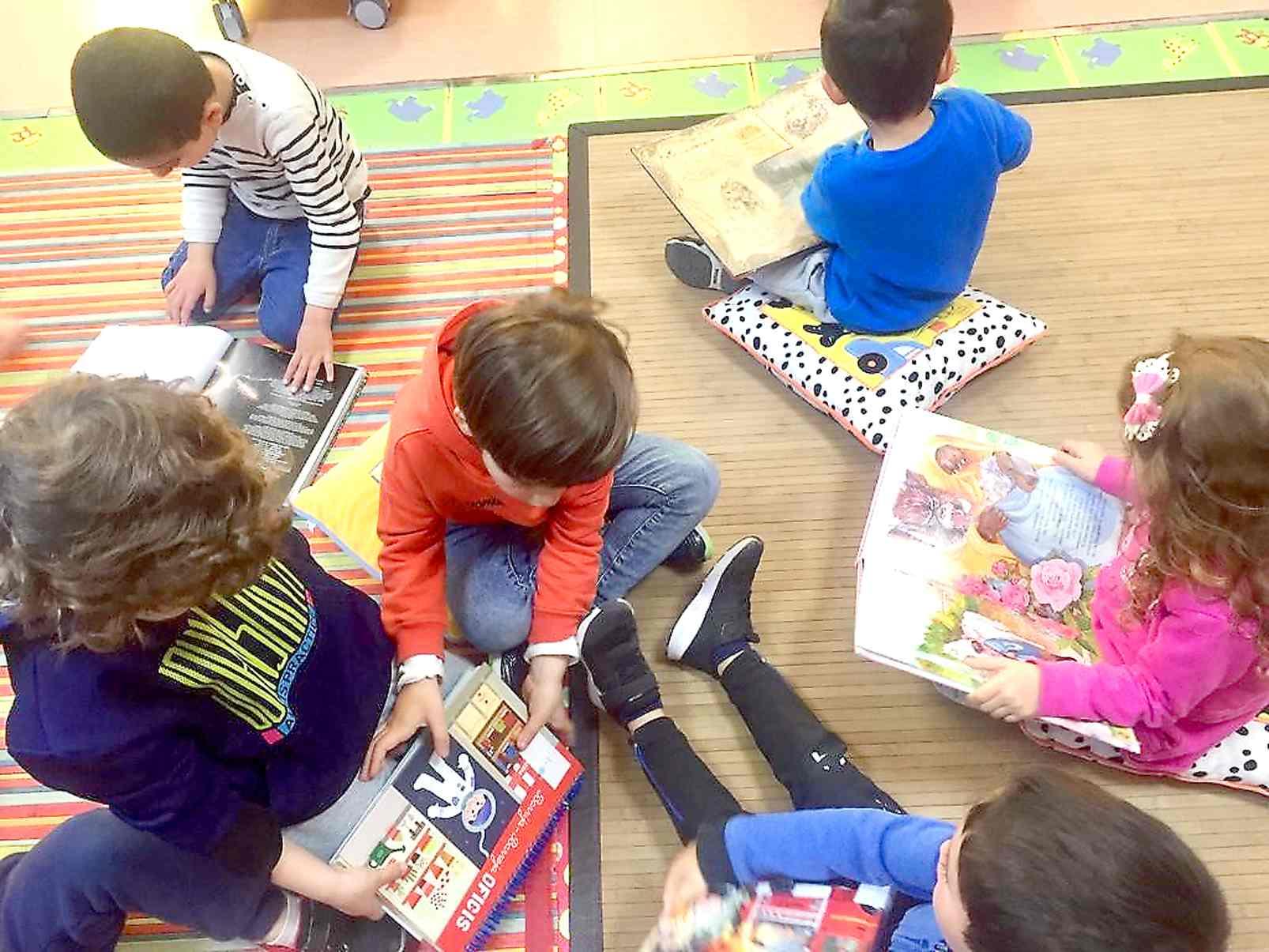 La Biblioteca Pública d'Onil ensenya als col.legials 'les mil i una formes d'utilitzar els llibres'