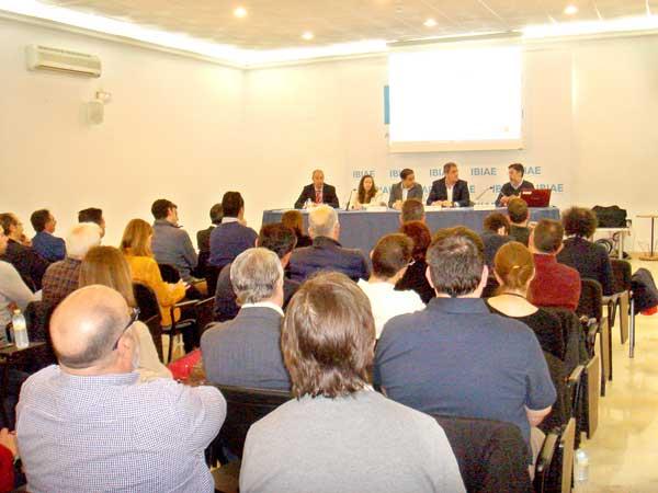 Els empresaris de la Foia analitzen el sector elèctric per ser més competitius i sostenibles
