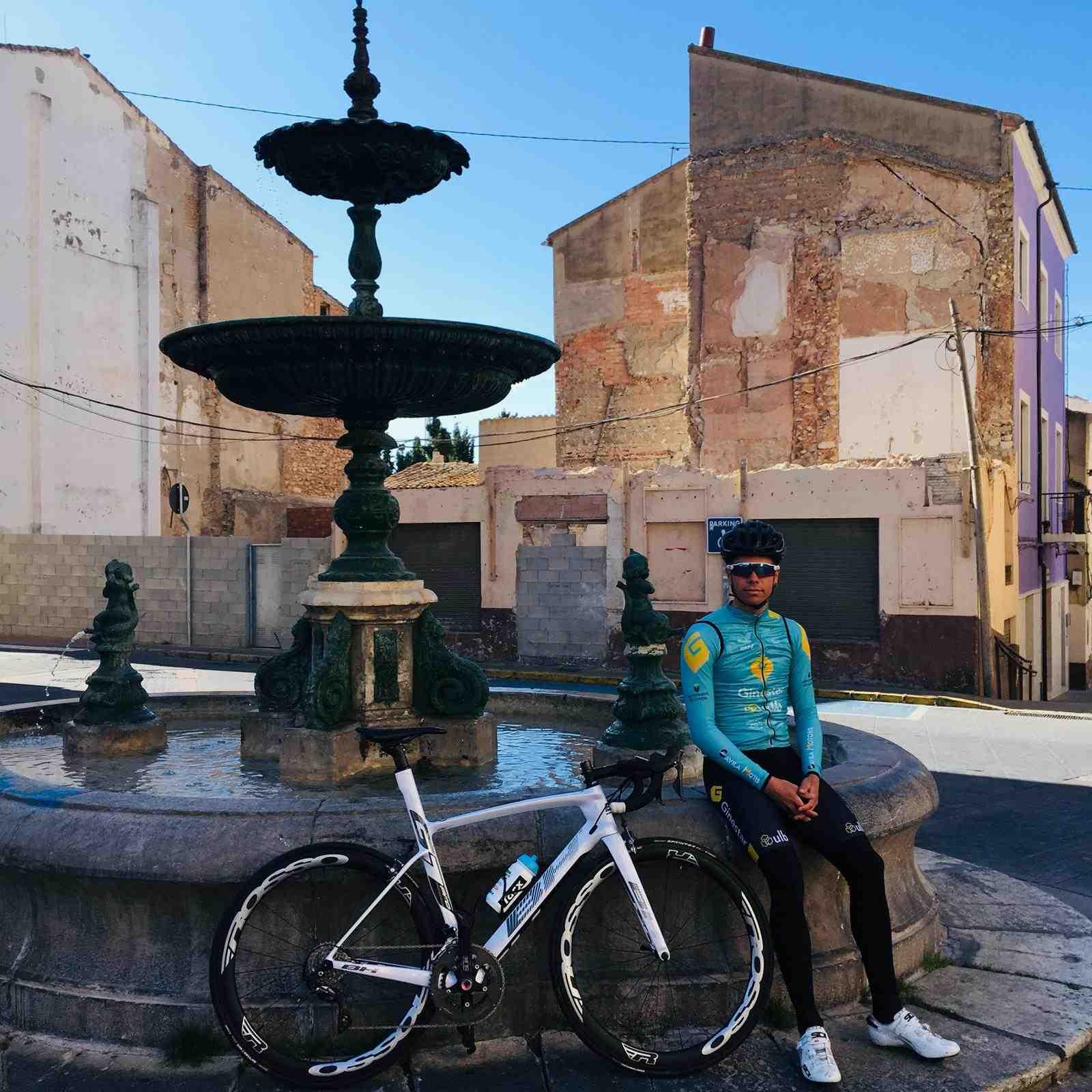 El ciclista iberut Josué Gómez participa en el Tour du Maroc
