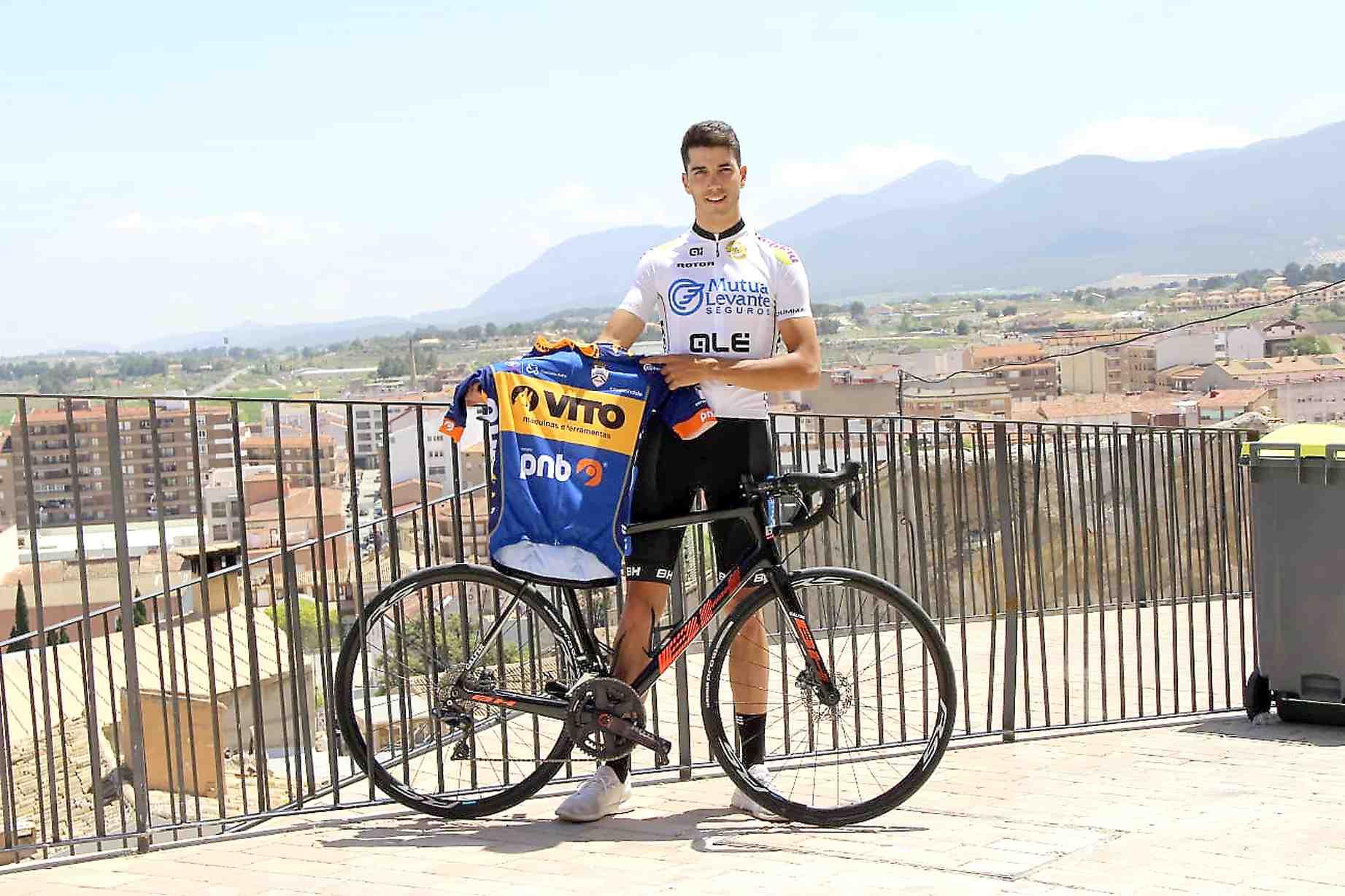 El ciclista castallense Raúl Rico da el salto a profesionales