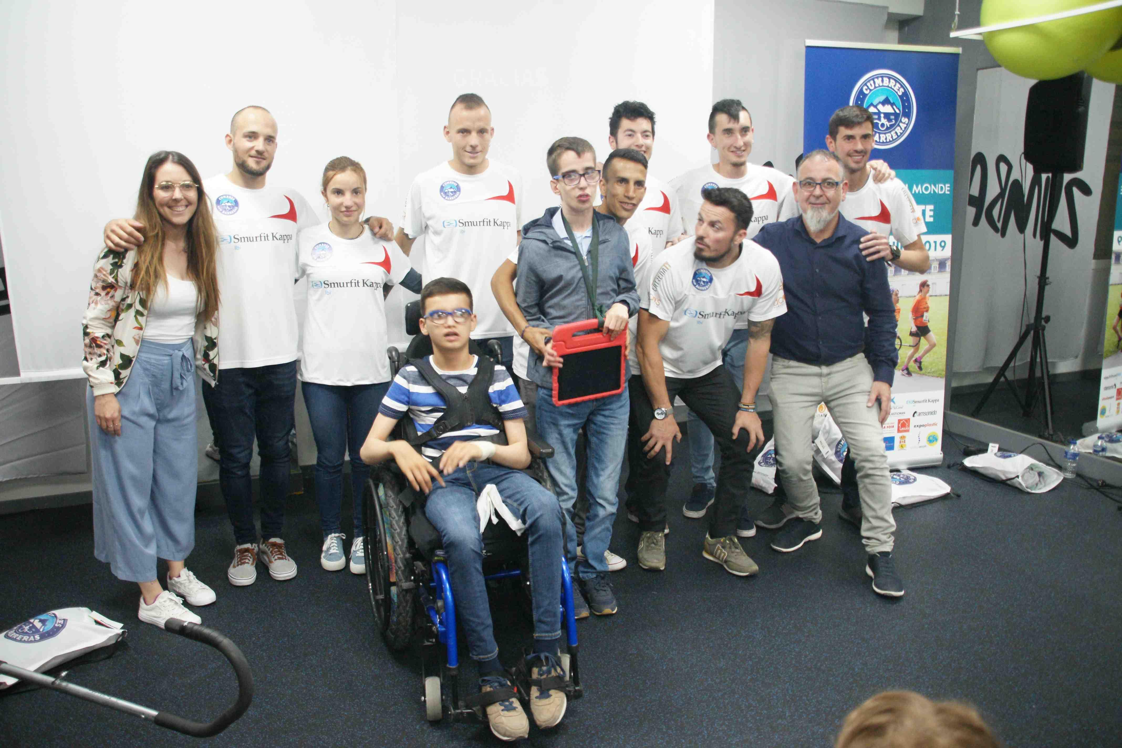 El equipo de Cumbres sin Barreras compite en el Campeonato del Mundo en Francia gracias al apoyo de varias empresas de la comarca