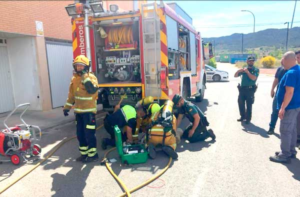 La Policia Local d'Ibi auxilia un menor ferit al Barranc dels Molins i participa en el rescat de dos gossos en un incendi