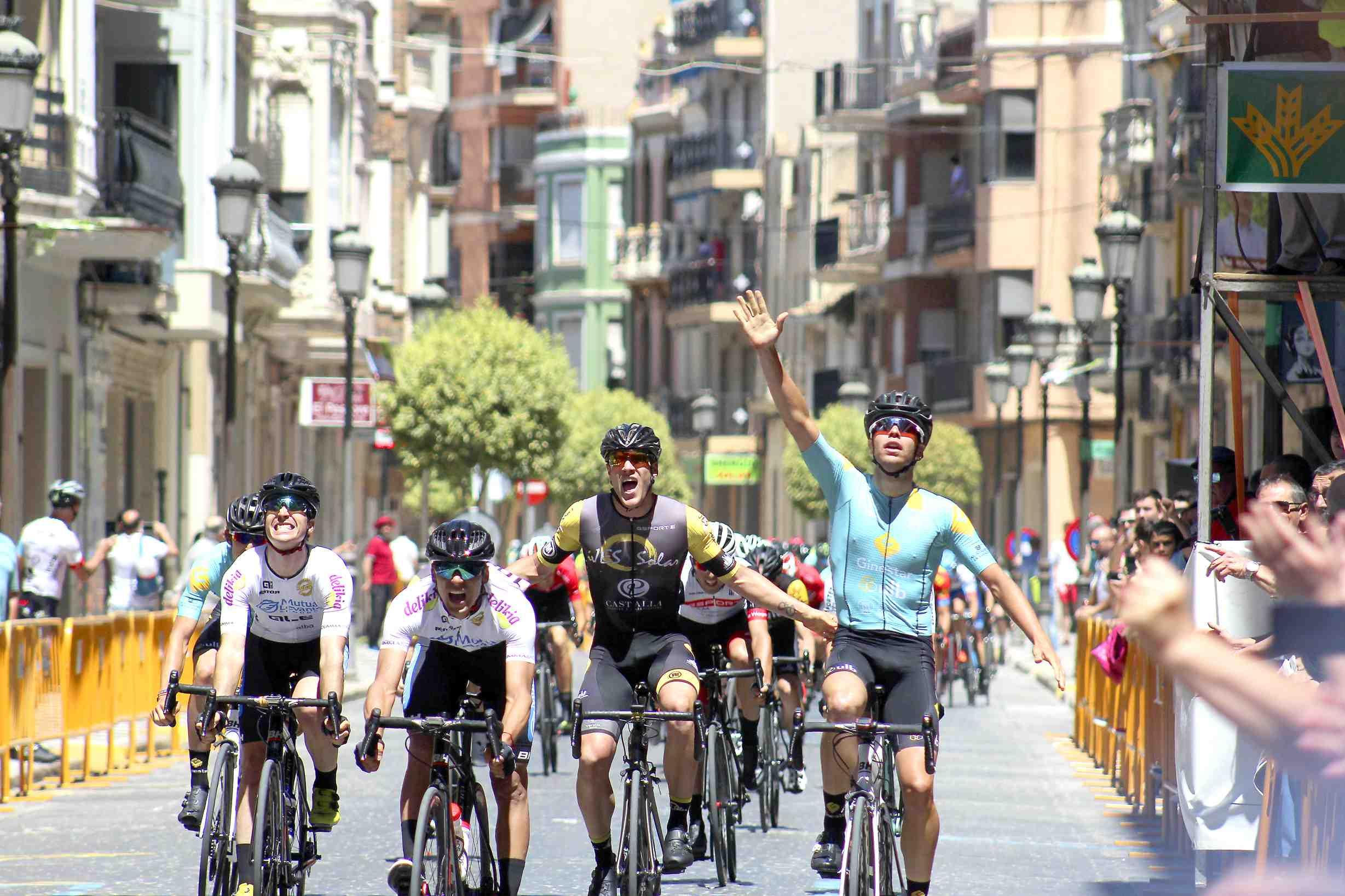 El ciclista ibense Josué Gómez gana el Trofeo de Algemesí Sub23
