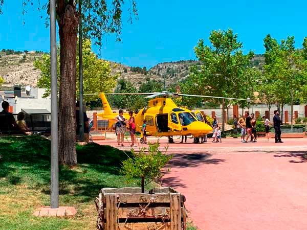 Un helicòpter evacua a Ibi a una jove ferida al caure d'un tercer pis