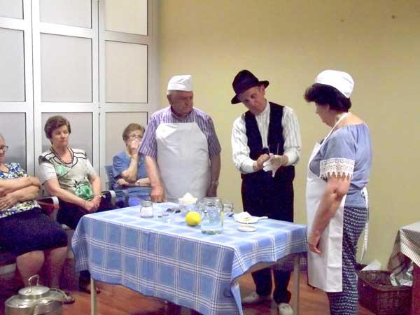 Paco Esteve dóna vida a un antic gelater en la seva nova activitat