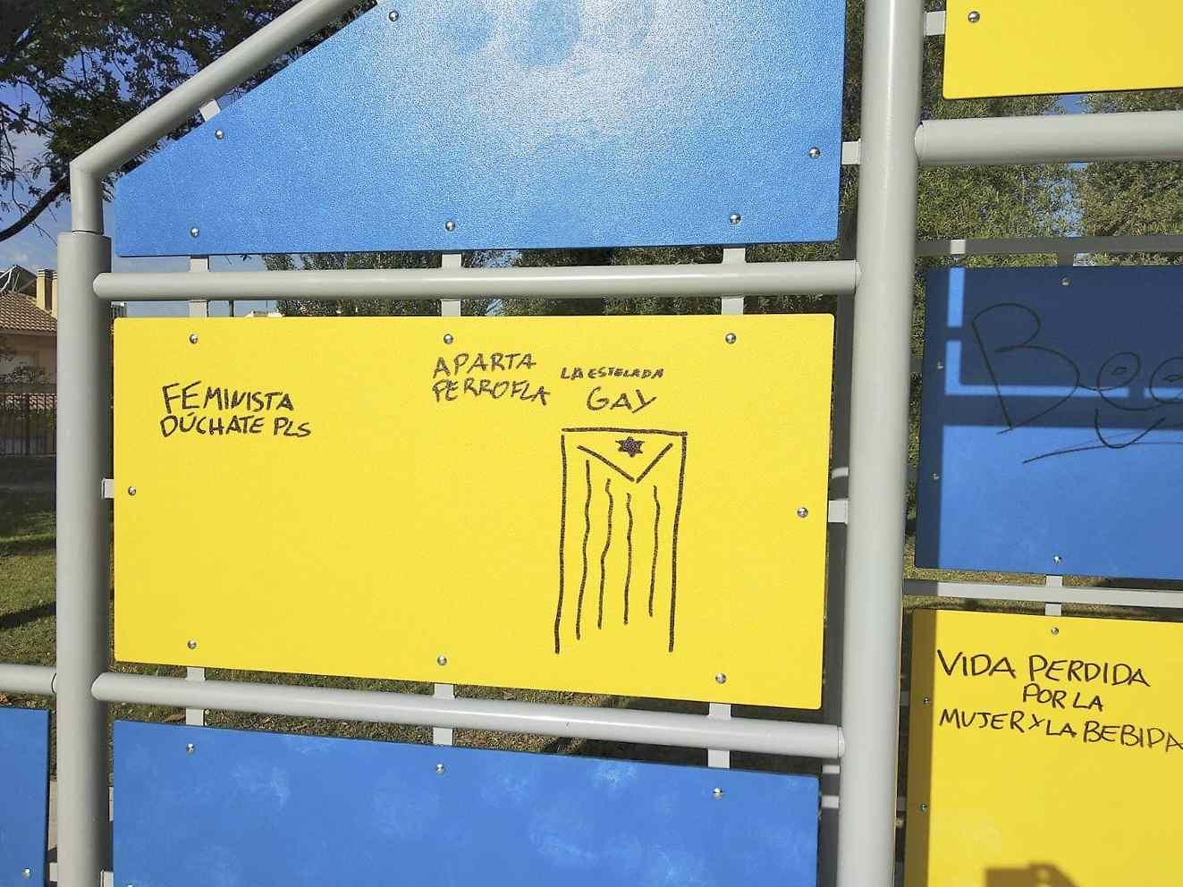 La Policía Local de Onil investiga las pintadas en la nueva pista multideportiva del Parque Municipal para localizar a los autores