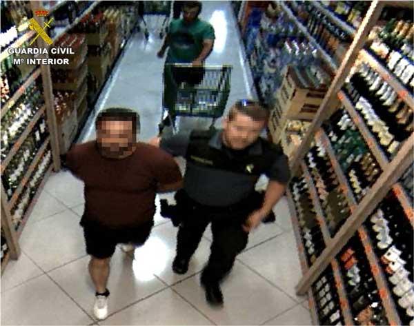 La Guàrdia Civil deté un home per 12 delictes de furt en supermercats d'Ibi i Castalla