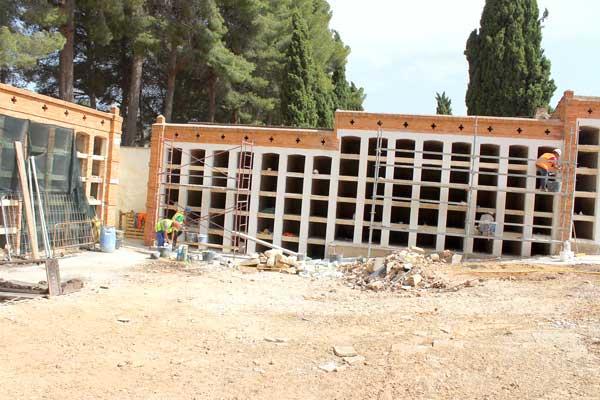 Comienzan las obras de construcción de 480 nichos en el cementerio de Ibi