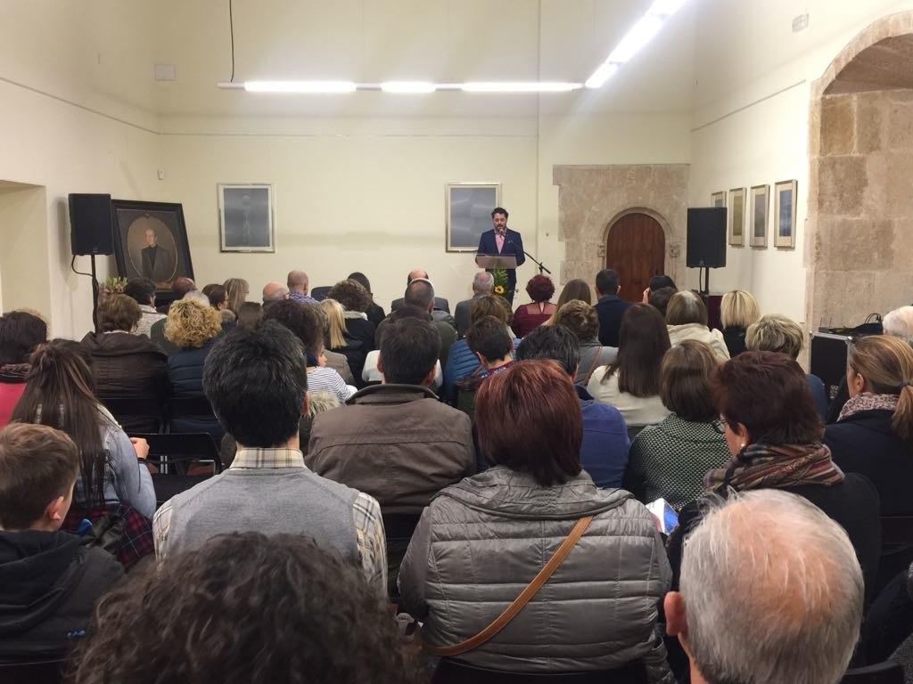 El edil, profesor y poeta Raúl Ferrer preside el jurado de las dos bienales literarias colivencas