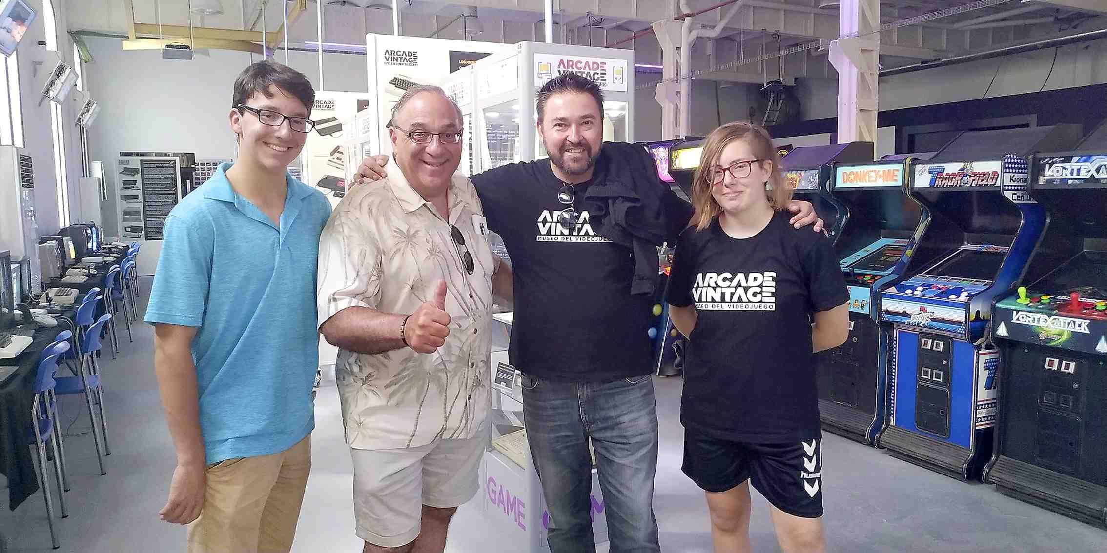 El fundador de la Pinball Expo de Chicago, Rob Berk, visita el Museu del Videojoc d'Ibi