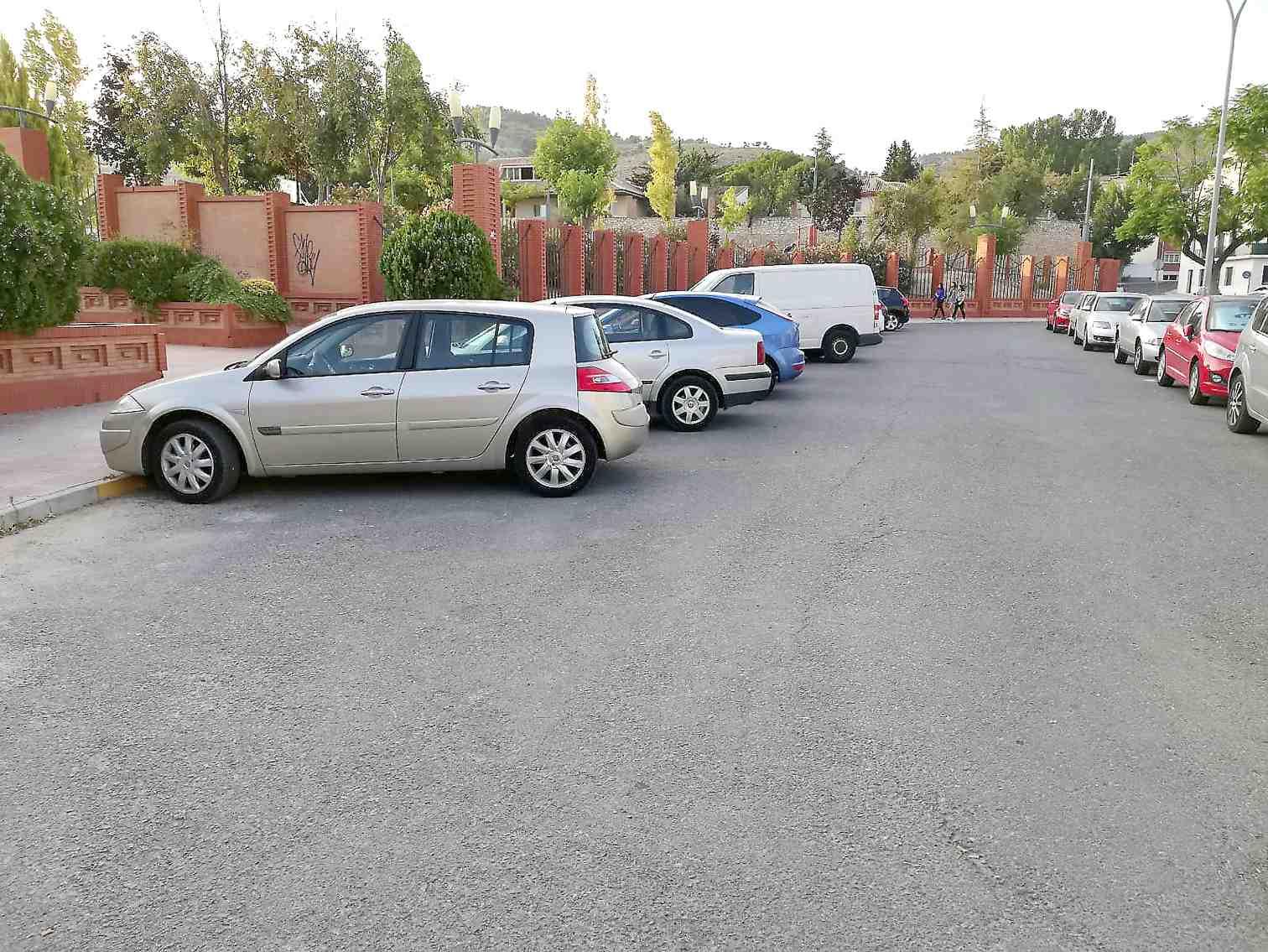 Som Ibi pide que se delimiten las plazas de aparcamiento en dos zonas de la localidad